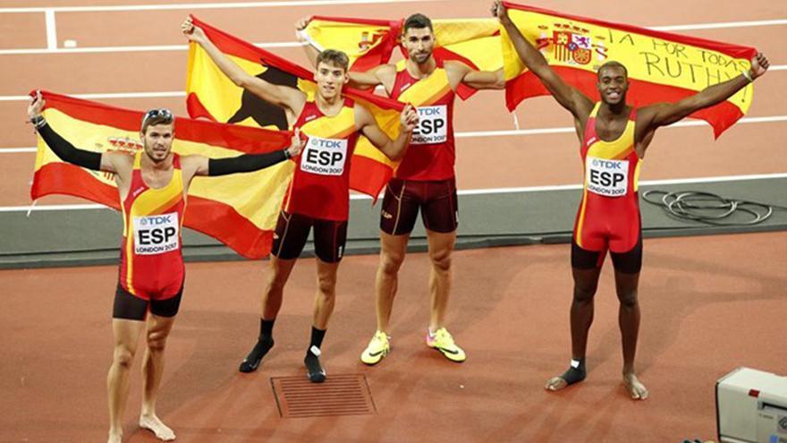 Samuel García y sus compañeros en el Mundial de Londres. EUROPA PRESS
