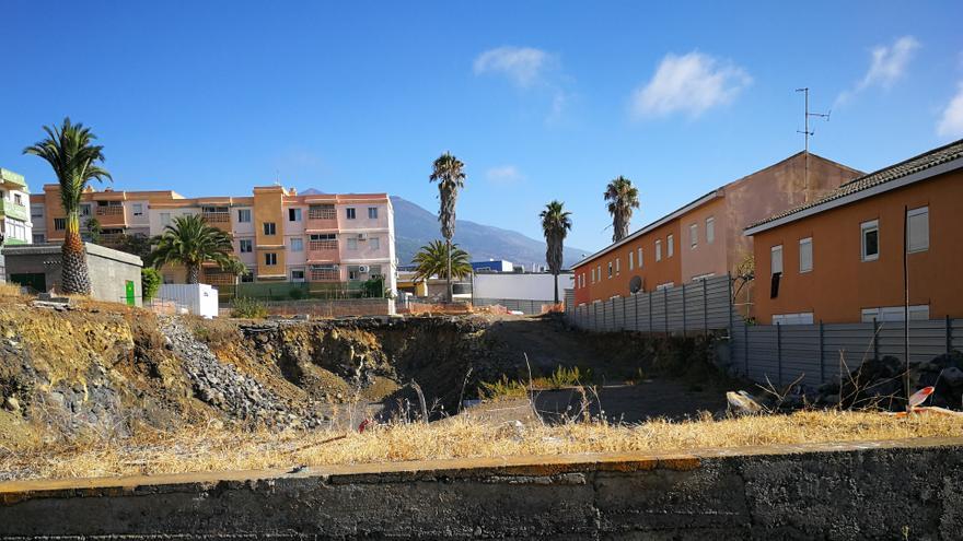 En la imagen, solar de las 23 viviendas de El Pino II.