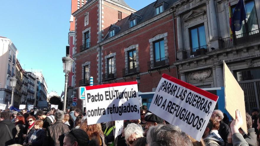 Manifestación por los refugiados en Madrid el 26 de febrero. | Foto de @yolandapolot