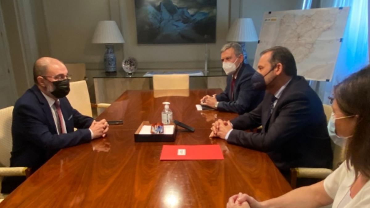 El ministro José Luis Ábalos y el presidente del Gobierno de Aragón, Javier Lambán.