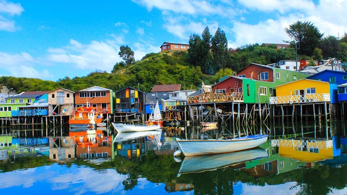 Color y palafitos, las caras más reconocibles de Chiloé