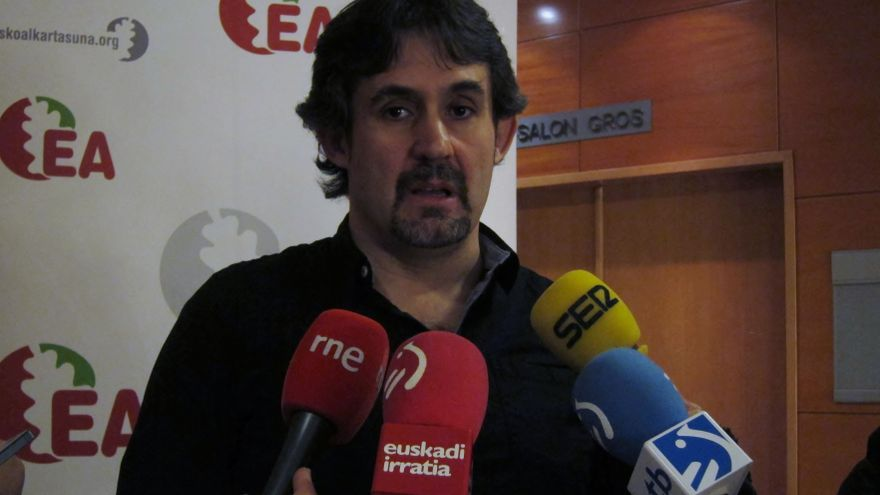 """Urizar (EA) cree """"irresponsable"""" que López no descarte """"connivencia"""" entre PNV y Sortu para rentabilizar el fin de ETA"""