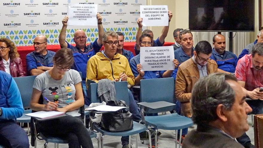 Protesta en el Ayuntamiento de Santa Cruz de los ya exempleados de Elecnor
