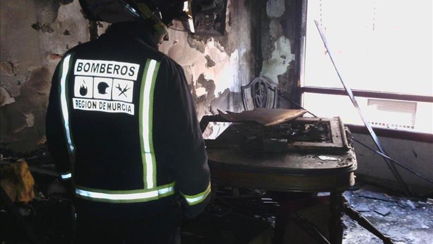 Un hombre de 35 años fallece en un incendio de su vivienda en Yecla (Murcia)