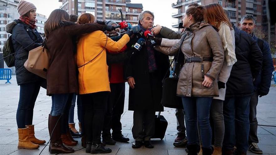 """La defensa de tres de los acusados de violar a joven rechaza los cargos por pruebas """"viciadas de origen"""""""