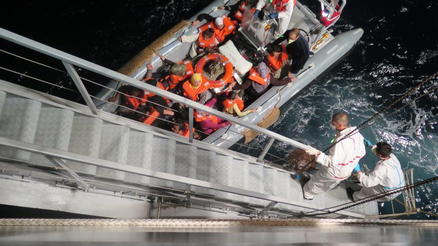 Buque de la Armada italiana, Virginio Fasan, durante la realización de actividades de búsqueda y rescate en el Mediterráneo central, como parte de la operación de Mare Nostrum, agosto de 2014 © AI