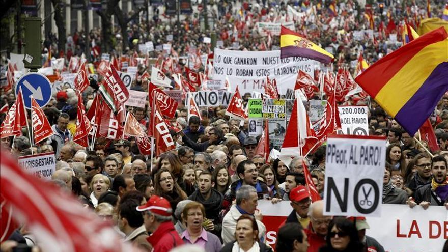 Comienza la manifestación convocada por CCOO y UGT del 1 de mayo en Madrid