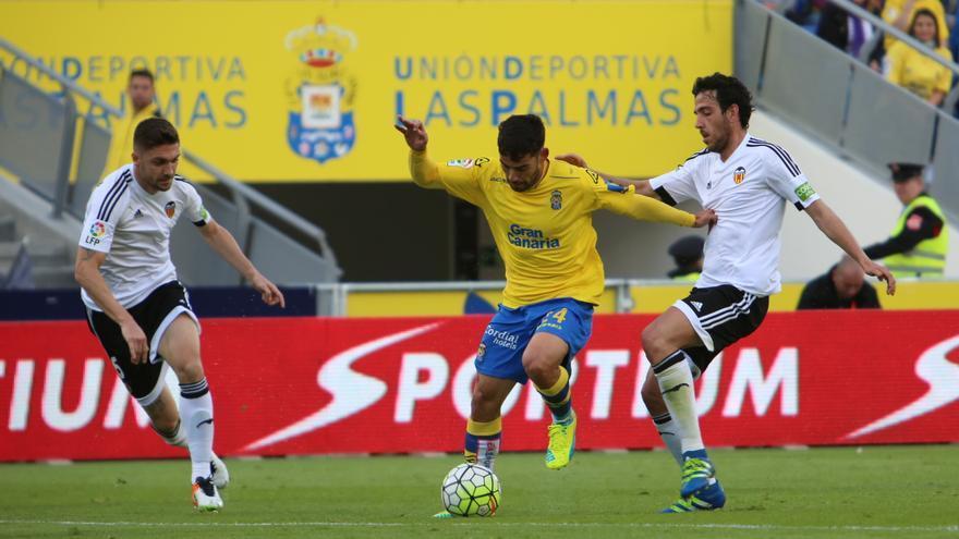 Partido entre la UD Las Palmas y el Valencia CF en el Estadio de Gran Canaria. (Alejandro Ramos).