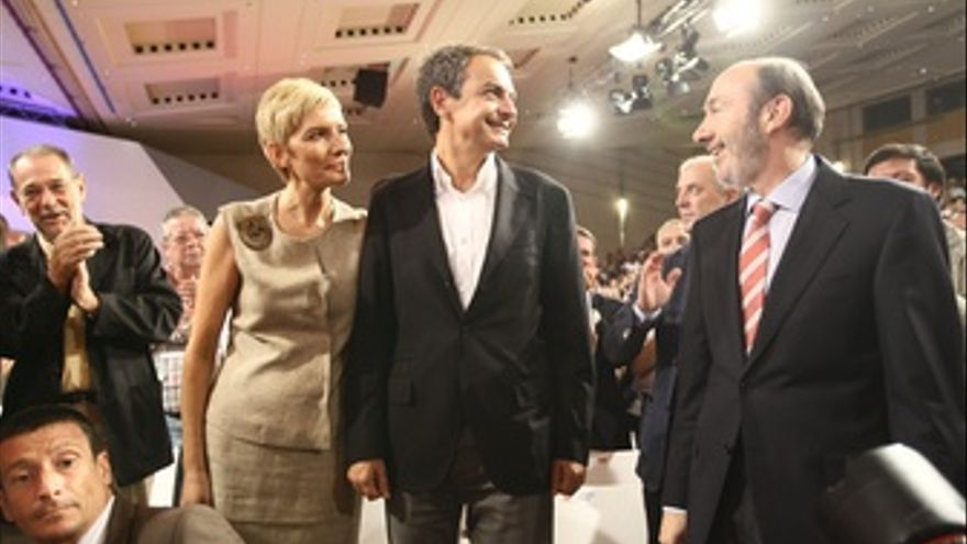 José Luis Rodríguez Zapatero Y Alfredo Pérez Rubalcaba En El Comité Federal
