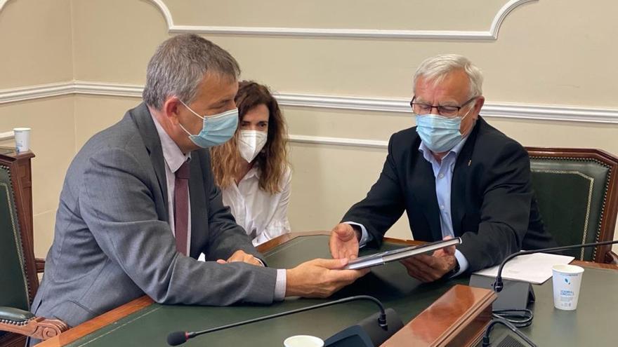 El comisario de la UNRWA, Phillippe Lazzarini, se reúne con el alcalde de València, Joan Ribó