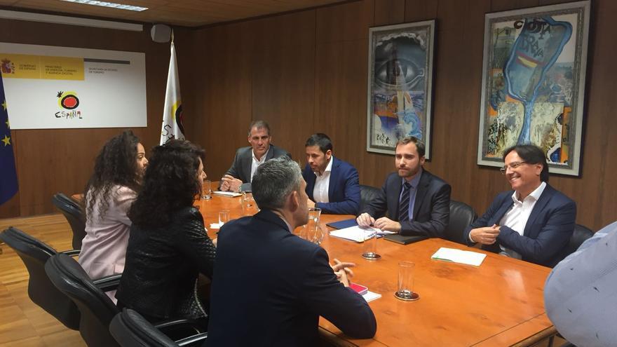 Firma del convenio entre los gobiernos central y autonómico.