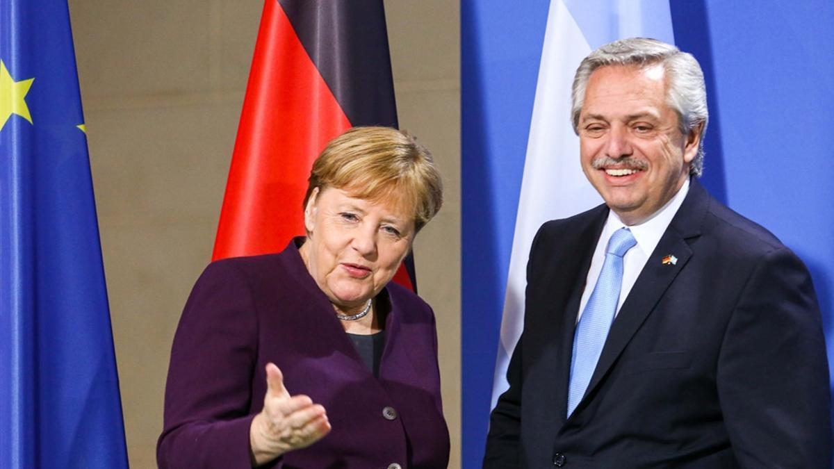 El presidente Alberto Fernández con la canciller Angela Merkel en febrero de 2020