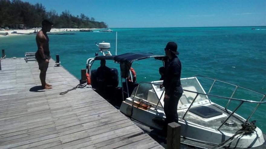 Encuentran el motor de la embarcación desaparecida con dos españoles en Malasia