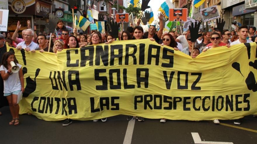 Cabecera de la manifestación de Las Palmas de Gran Canaria contra las prospecciones petrolíferas en aguas canarias.