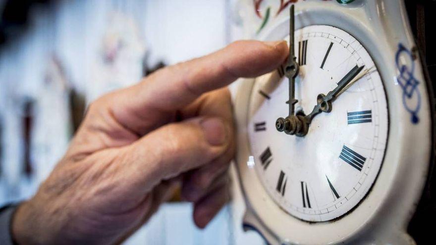 La madrugada del domingo, en Canarias a las 02.00 horas vuelve a ser la 01.00 y se recupera el horario de invierno