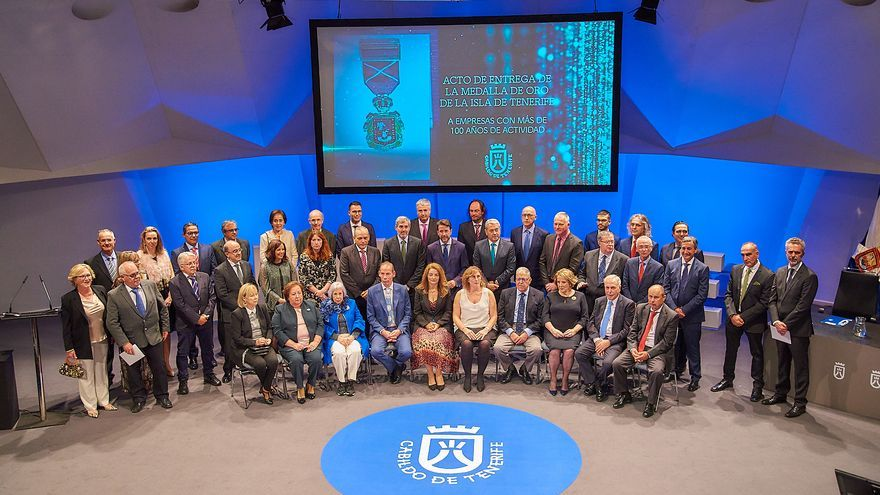 Foto de familia con los premiados, en la gala de este lunes en el Auditorio de Tenerife