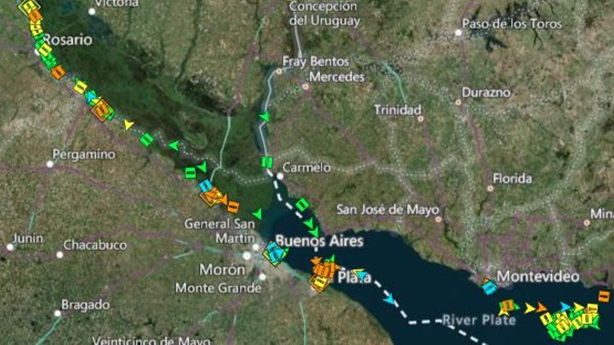 Hasta 150 cargueros hacen fila para cargar soja y derivados en el río Paraná