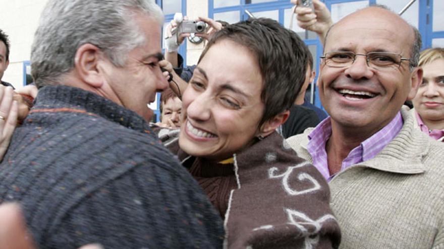 De Onalia Bueno y Francisco González (PP) al salir del Juzgado en enero de 2007 #1