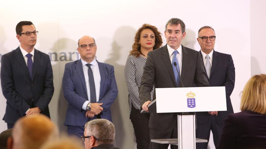 El presidente del Gobierno canario, Fernando Clavijo, durante la toma de posesión de los nuevos consejeros del Ejecutivo.