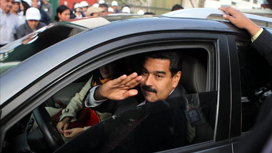 Maduro condujo su coche oficial durante la visita a Montevideo