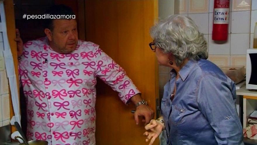 Sole Álvarez y Alberto Chicote, en una entrega de 'Pesadilla en la cocina'