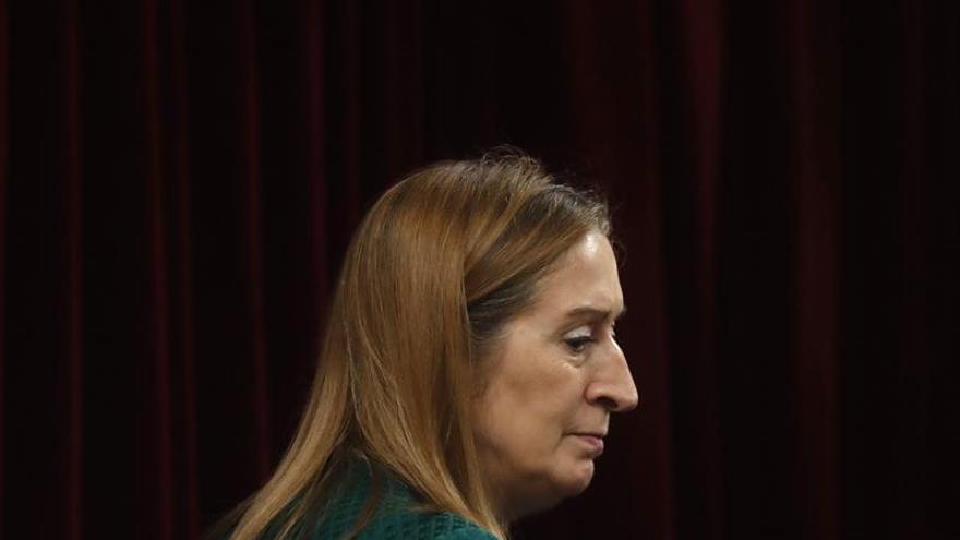 Pastor llama la atención a diputados al ver a Tania Sánchez comer en el pleno