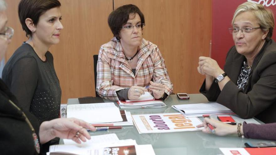 El PSOE anuncia mociones a la ley del aborto en parlamentos autonómicos y ayuntamientos