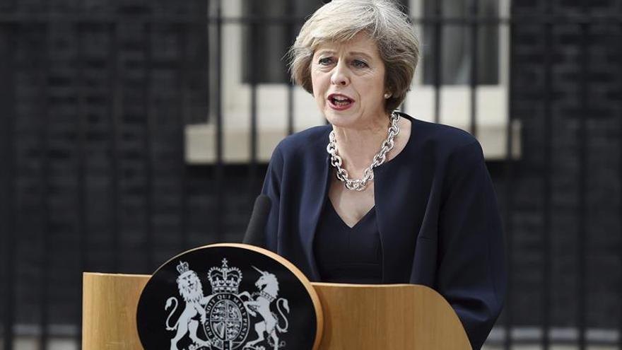 """May pide redoblar los esfuerzos para derrotar a los terroristas """"brutales"""""""