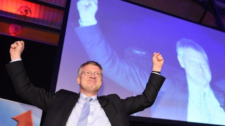 Joerg Meuthen, de 'Alternative for Germany' (AfD) celebra los resultados de los sondeos de este 13 de marzo de 2016.