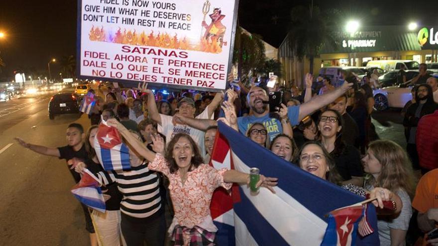 América recibe con condolencias y festejos en Miami la muerte de Fidel Castro