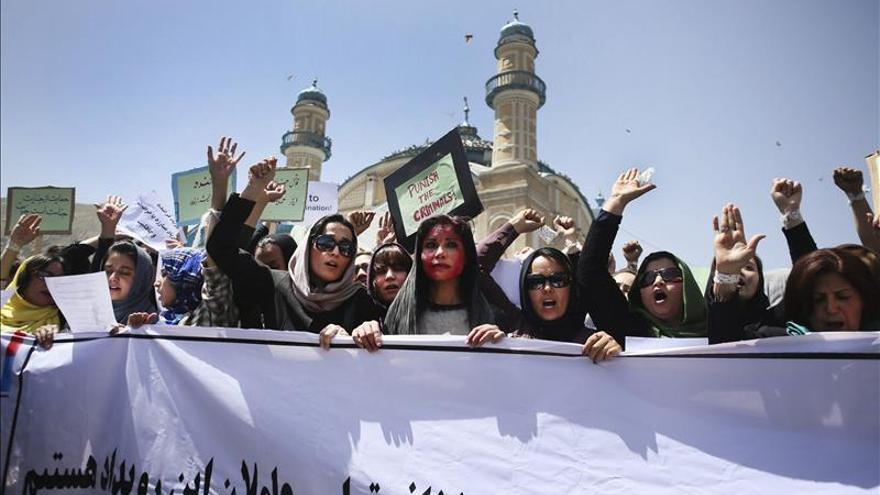 Condenados 11 policías por no defender a la mujer linchada en marzo en Afganistán