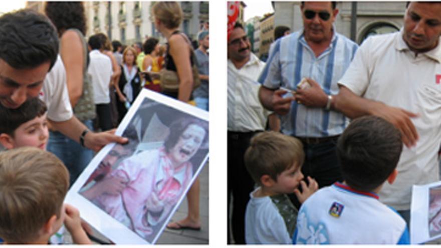 Un padre muestra a sus hijos fotografías de la guerra del Líbano, en una manifestación en septiembre 2006 en Madrid. Rafael SMP.