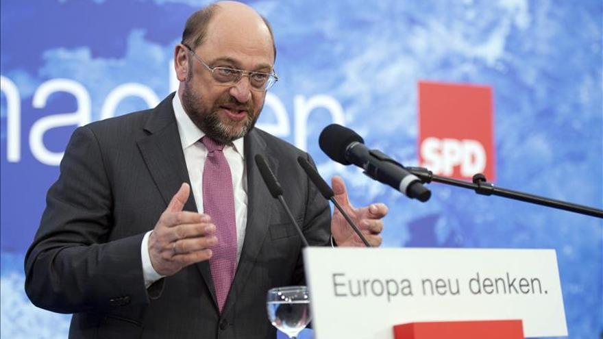 Martin Schulz arropa hoy a Elena Valenciano en un mitin electoral en Málaga