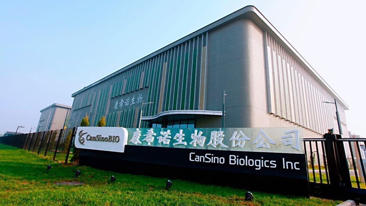 La vacuna desarrollada por el Beijing Institute of Biotechnology, CanSino Biologics Inc, de China, contra el SARS-CoV-2 utiliza un enfoque de vector viral que toma un virus vinculado al resfrío común.
