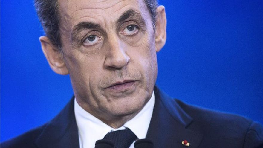 El partido de Sarkozy respalda la decisión de no pactar con el PS para frenar al FN