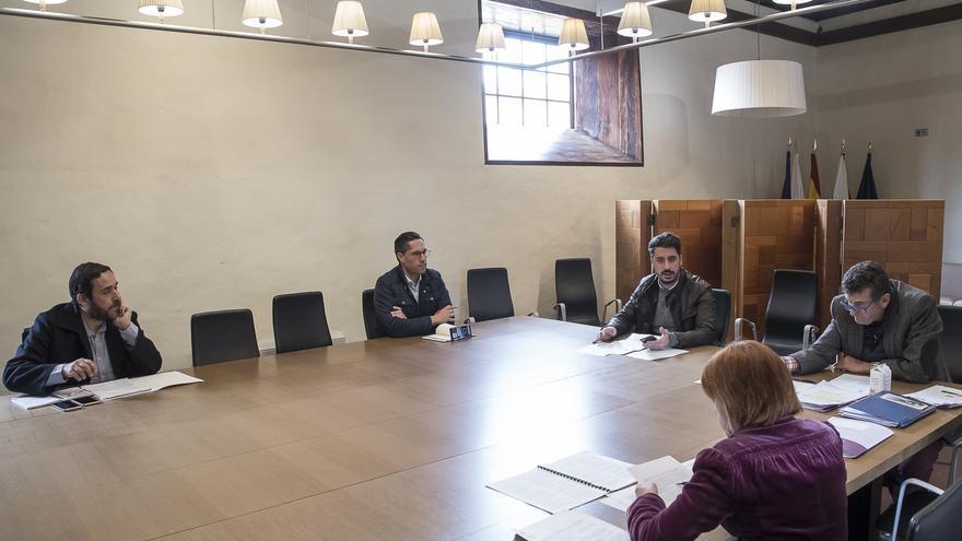 Imagen de archivo de una reunión de la Junta de Gobierno del Ayuntamiento tinerfeño de La Laguna.