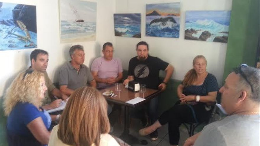 La formación afín a Podemos re reunió con los representantes de los trabajadores de Titsa.
