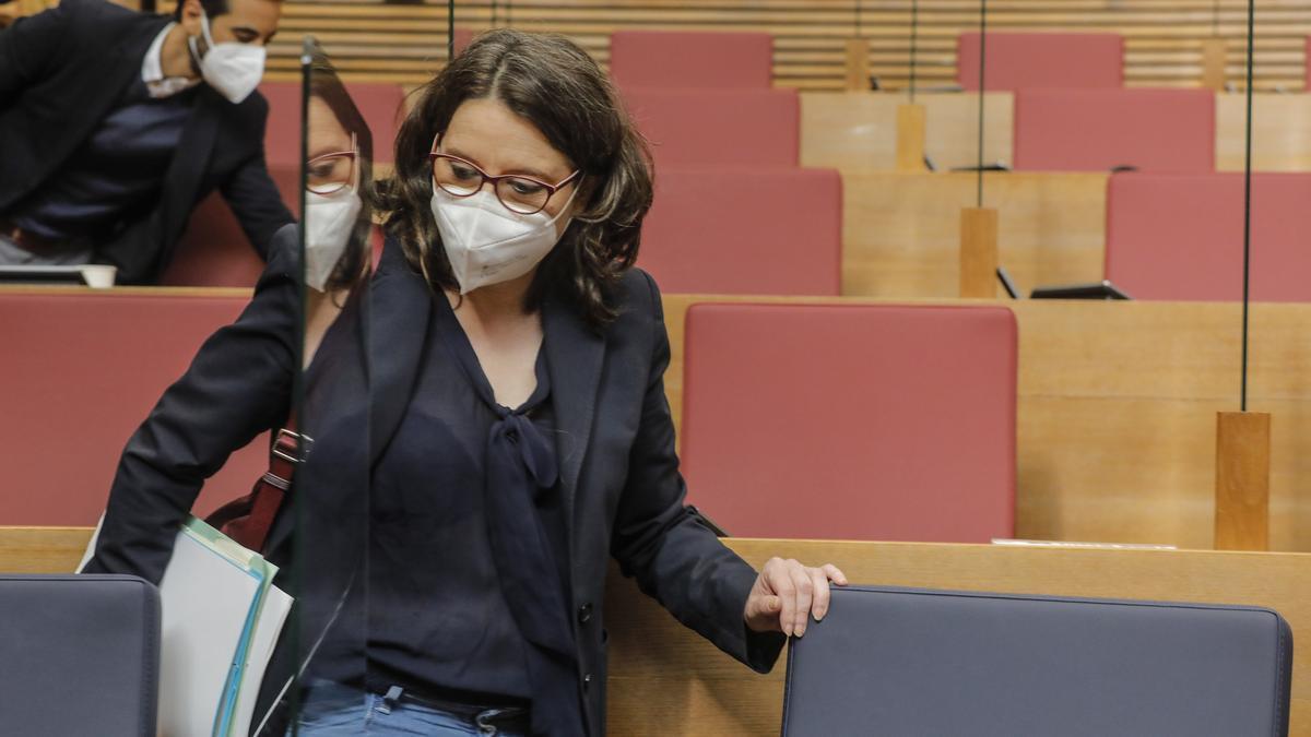 La vicepresidenta y portavoz del Consell, Mónica Oltra, durante un pleno en Les Corts