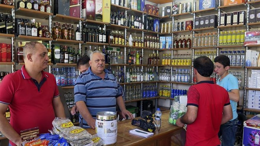 El alcohol reconquista el antiguo territorio del califato yihadista