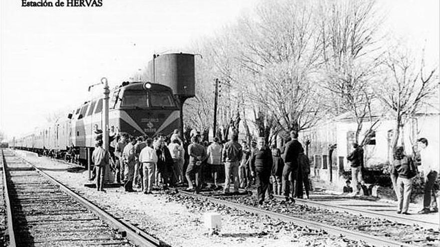 Ruta Plata tren ferrocarril Extremadura Hervás cierre protesta 1984