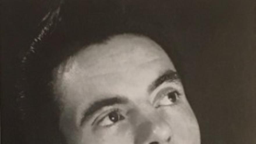 """Alfred S. Etcheverry  se había graduado en la Universidad de California, donde su padre era profesor de ingeniería, y después marchó a Broadway, iniciando una prometedora carrera como actor de teatro. Participó en obras de gran éxito como """"My sister Eileen,"""" """"My fair lady,"""" """"Delicate Story,"""" y """"Key Largo"""".  En esta última compartió cartel con actores como José Ferrer y Paul Muny. Murió en combate en las Ardenas (http://www.ons-jongen-a-meedercher.lu/archives/personnes/detail/etcheverry-alfred-starr)"""