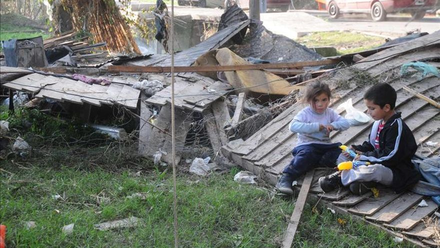 Afectados por las inundaciones en La Plata piden verdad y ayudas un mes después