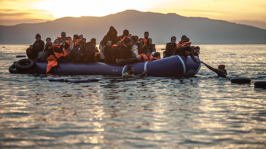 Cada día llegan a las costas de la pequeña isla de Lesbos (Grecia) botes con unas 50 personas refugiadas o migrantes procedentes de Turquía que huyen de la guerra o de la pobreza. Imagen de Pablo Tosco / Oxfam Intermón.