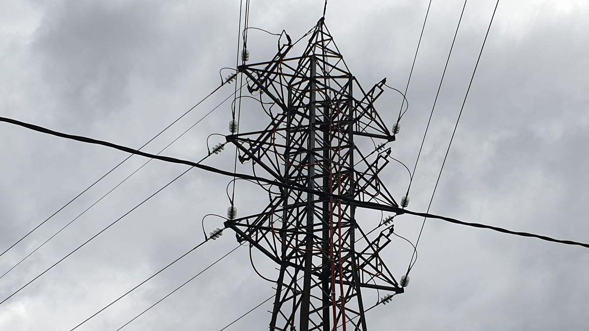 Imagen de una torre de electricidad.