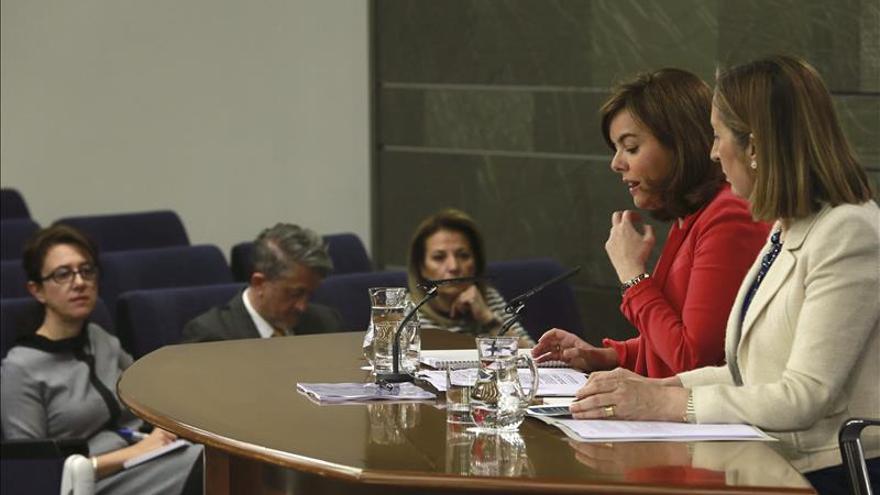 Sáenz de Santamaría pone al Reino Unido como ejemplo de equivocaciones de las encuestas