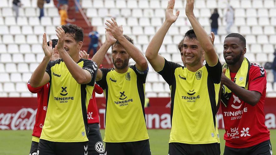 Los jugadores del CD Tenerife celebrando su triunfo del pasado domingo en Albacete.