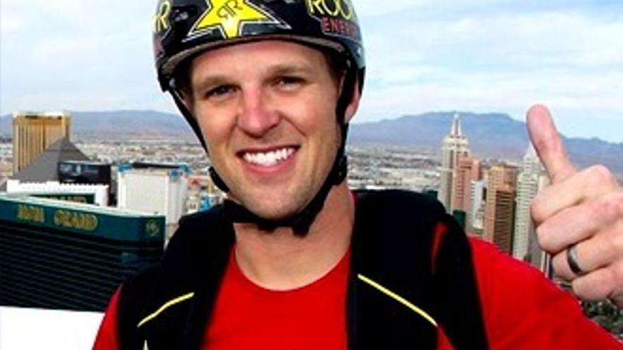 Trágica muerte de un presentador de MTV practicando paracaidismo