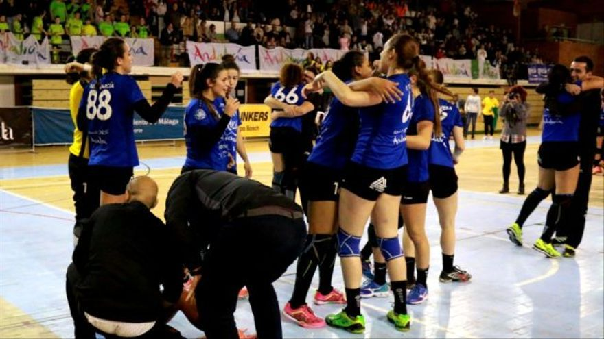 Celebración de la clasificación para Europa del Balonmano Rincón Fertilidad Málaga
