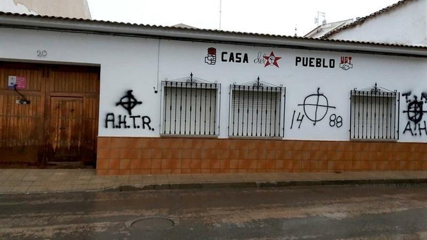 """El PSOE denuncia pintadas fascistas en una sede, """"intolerables"""" en democracia"""