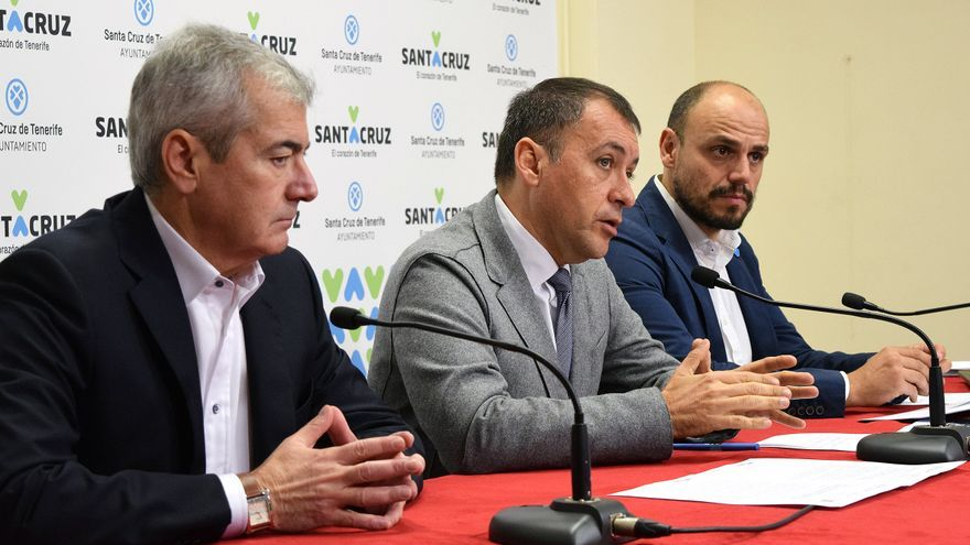 Abbas Moujir, presidente de Fauca; el alcalde José Manuel Bermúdez, y Alfonso Cabello, concejal de Promoción Económica, este lunes